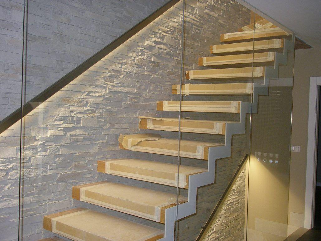 Escalera para interior con pasamanos en acero inoxidable retroiluminado
